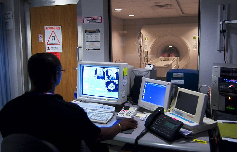 تصویربرداری با رزونانس مغناطیسی (MRI)